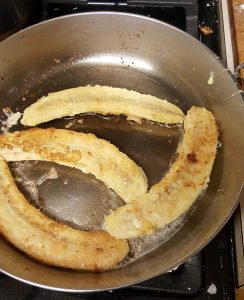 frying bananas